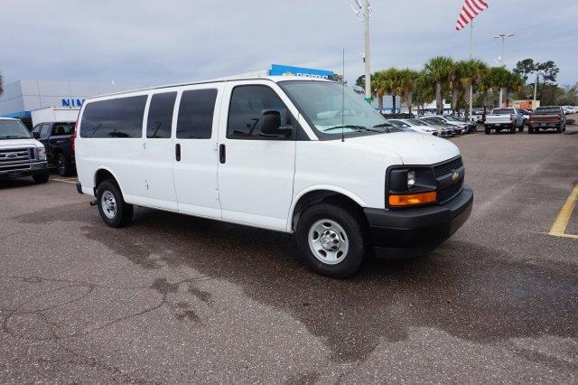 2017 Chevrolet Express Passenger 3500 1LS