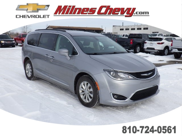 Pre-Owned 2017 Chrysler Pacifica Sports Van