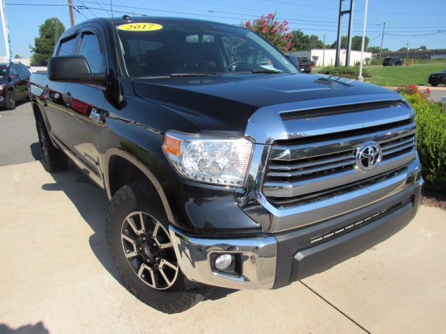 Pre-Owned 2017 Toyota Tundra 4WD Crew Pickup
